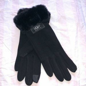 Black ugg fur tech gloves